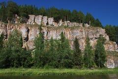 härlig ural chusovayanaturflod Royaltyfri Bild