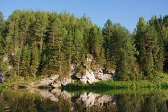 härlig ural chusovayanaturflod Royaltyfri Foto
