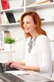 Härlig utövande affärskvinna arkivfoton