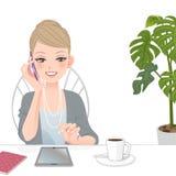 Härlig utövande kvinna som talar på telefonen med handlagblocket royaltyfri illustrationer