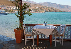 Härlig utomhus- restaurang (Crete, Grekland) Arkivbilder
