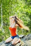 härlig utomhus- ståendekvinna royaltyfri foto