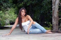 härlig utomhus teen brunett 3 Arkivfoto