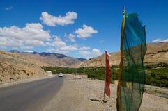 Härlig väg från Lamayuru till den Fatula överkanten i Ladakh, Indien Arkivbilder