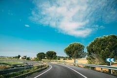 Härlig vänd av Asphalt Freeway, Motorway, huvudväg mot royaltyfri fotografi