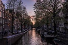 Härlig vårsolnedgång i Amsterdam Royaltyfri Bild