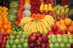 Härlig variation av färgrika frukter som en sammansättning Arkivbild