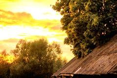 Härlig varm sommarsolnedgång royaltyfri foto