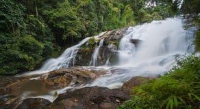 Härlig vattenfall av chaing av mai, Thailand Arkivbilder