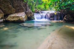 Härlig vattenfall, Erawan nationalpark, Thailand Arkivbild