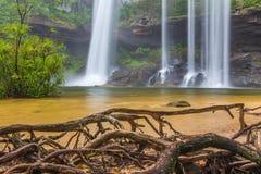 Härlig vattenfall för djup skog på Huai Luang Waterfall Royaltyfria Bilder