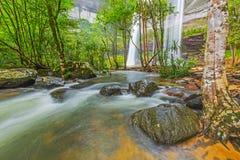 Härlig vattenfall för djup skog på Huai Luang Waterfall Fotografering för Bildbyråer