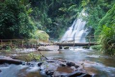 Härlig vattenfall för PA-dokseaw av chaing av mai, Thailand Royaltyfria Bilder