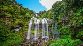 Härlig vattenfall i laotiskt Royaltyfri Fotografi