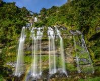 Härlig vattenfall i laotiskt Royaltyfria Foton
