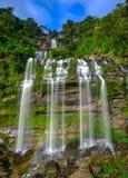 Härlig vattenfall i laotiskt Royaltyfri Foto