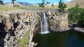 Härlig vattenfall i Mongoliet royaltyfri foto