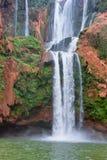 Härlig vattenfall i Ouzoud, Azilal, Marocko Storslagen kartbok Royaltyfri Foto