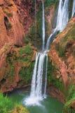 Härlig vattenfall i Ouzoud, Azilal, Marocko Storslagen kartbok Arkivfoto
