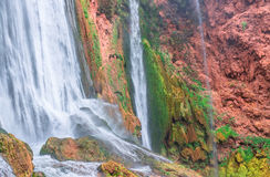 Härlig vattenfall i Ouzoud, Azilal, Marocko Storslagen kartbok Royaltyfria Foton
