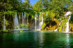 Härlig vattenfall i Plitvice sjönationalpark croatia arkivfoto
