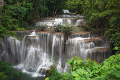Härlig vattenfall, minimum vattenfall för Huay maeKa i Thailand Fotografering för Bildbyråer