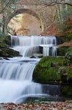 Härlig vattenfall nära den Sitovo byn, Plovdiv, Bulgarien fotografering för bildbyråer