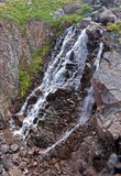 Härlig vattenfall på segla utmed kusten av det Barents havet Royaltyfria Foton