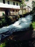 Härlig vattenkälla Arkivfoton