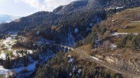 Härlig viadukt i Schweiz, flyg- sikt Arkivbilder