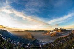 Härlig vibrerande Bromo vulkan på soluppgång, Tengger Semeru nation Royaltyfri Fotografi