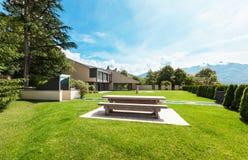 Härlig villa som är utomhus- Arkivbild