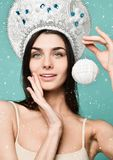 härlig vinterkvinna royaltyfria bilder