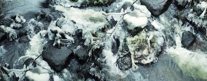 Härlig vintervattenfall blanka istappar Arkivbilder
