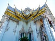 Härlig vit Bhuddhist tempel fotografering för bildbyråer