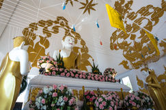 Härlig vit Buddha Royaltyfri Fotografi