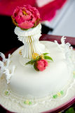 Härlig vit cake Royaltyfri Foto