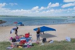 Härlig vit-sand strand Lynn Creek Park i den storslagna prärien, Tex Royaltyfria Bilder