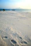 Härlig vit sandstrand på Nai Harn Beach, Rawai, Phuket, Thailand Fotografering för Bildbyråer