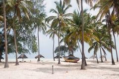 Härlig vit sandstrand, Zanzibar Royaltyfri Foto