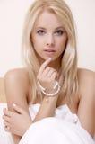 Härlig vuxen sensualitykvinna fotografering för bildbyråer
