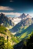 Härlig walley i Caucasus berg royaltyfri bild