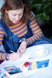 härlig writing för kortjulflicka Royaltyfri Foto
