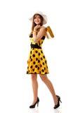 härlig yellow för klänningsommarkvinna Arkivfoto