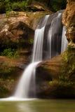 Härliga övrenedgångar på gamal mans grotta, Hocking kullar delstatspark, Ohio Arkivfoto