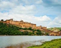 Härliga Amber Fort och sjön, Jaipur, Rajasthan, Indien Arkivfoto