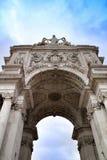Härliga Arco da Rua Augusta i Praca gör Comercio i Lissabon arkivbilder