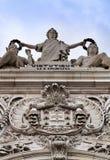 Härliga Arco da Rua Augusta i Praca gör Comercio i Lissabon royaltyfria bilder