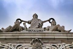 Härliga Arco da Rua Augusta i Praca gör Comercio i Lissabon royaltyfri bild