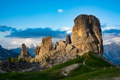 Härliga berg i Dolomites arkivfoton